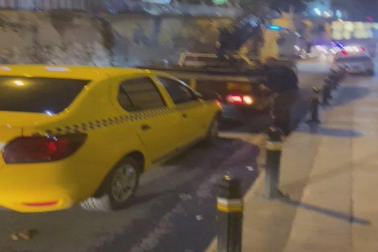 İstanbul Beyoğlu'nda taksiye çevirdiği otomobille korsan taksicilik yaparken yakalandı