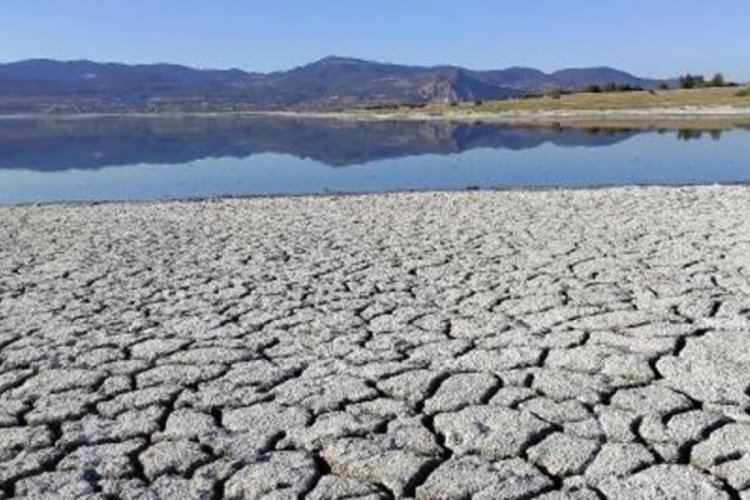 Korkutan görüntü! Türkiye'nin 7'inci büyük gölü kuraklıkla karşı karşıya
