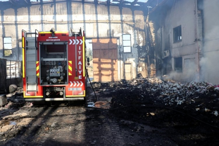 Kayseri'de kağıt fabrikasındakiyangın 6 saatte söndürüldü