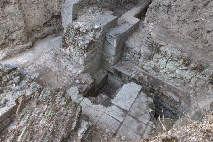 Balıkesir'de Adramytteion kazılarında Roma hamamı ortaya çıktı