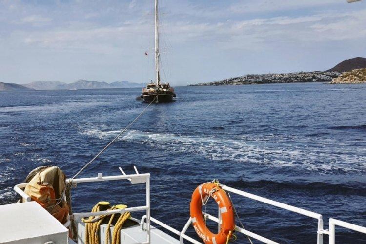 Kos açıklarında sürüklenen tekne Bodrum'a çekildi