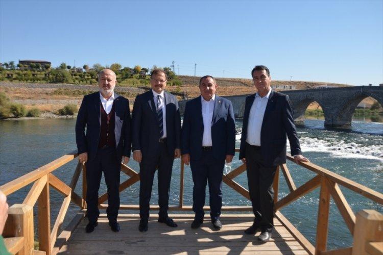 AK Parti Bursa Milletvekili Hakan Çavuşoğlu, Muş'ta ziyaretlerde bulundu