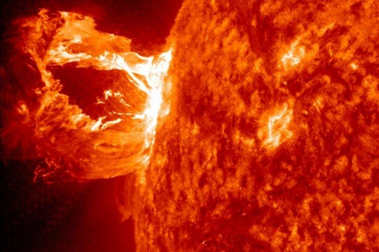 NOAA'dan Güneş fırtınası uyarısı: Telefon ve uydu sinyalleri etkilenecek