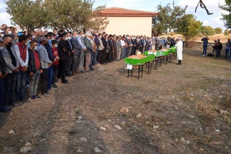 Afyonkarahisar'daki kazada yaşamını yitiren öğrenciler için toplu cenaze namazı