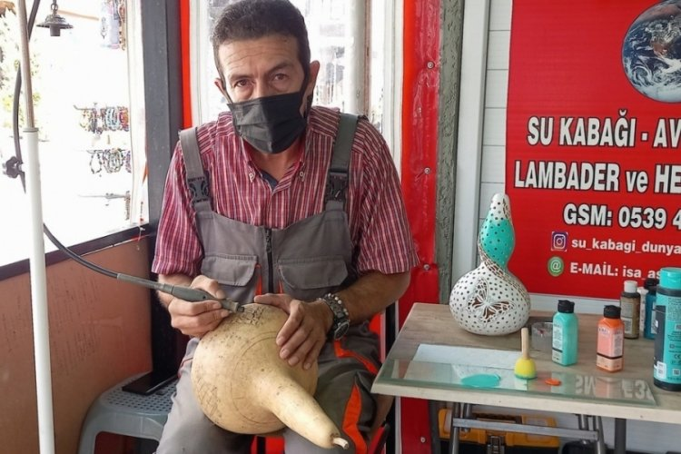 Bursa Mudanya'da emekli astsubay su kabağı sanatıyla hayran bırakıyor