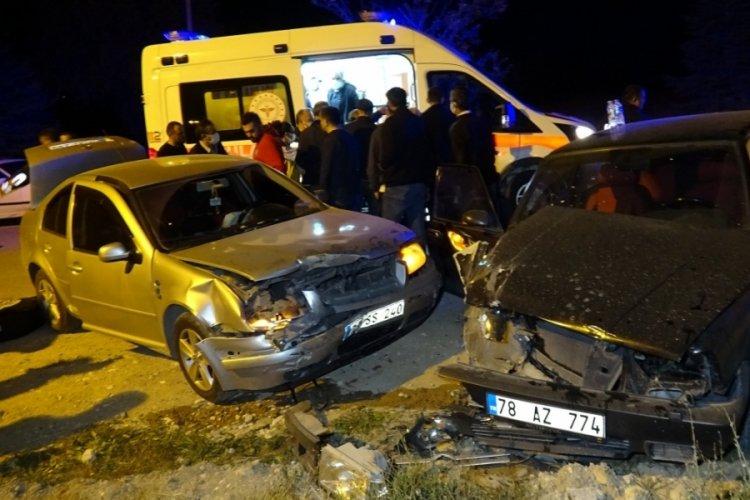 Karabük'te trafik kazasında muhtar ve eşi yaralandı