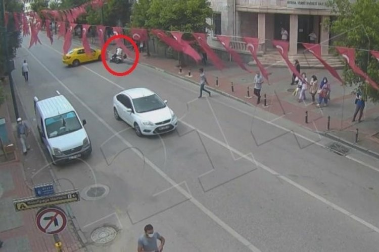 Bursa'da motosiklet sürücülerinin ölümden döndüğü anlar kamerada