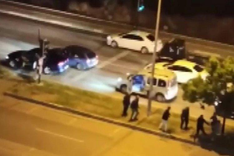 Bursa'da cadde ortasında tekme tokat kavga