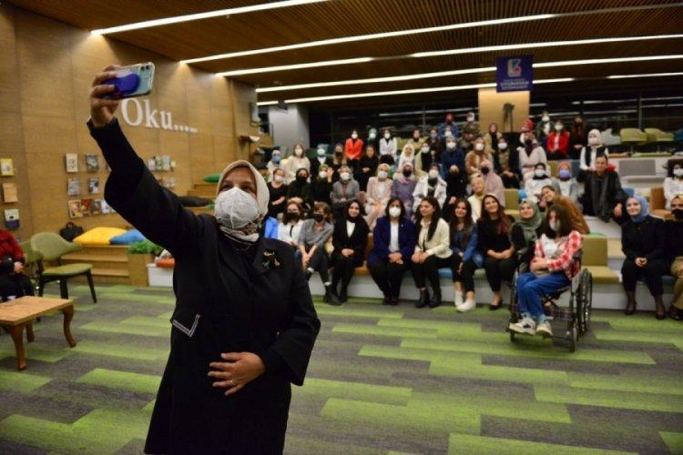 Bursa'da Ak Parti Genel Merkez Kadın Kolları Başkanı Ayşe Keşir gençlerle buluştu
