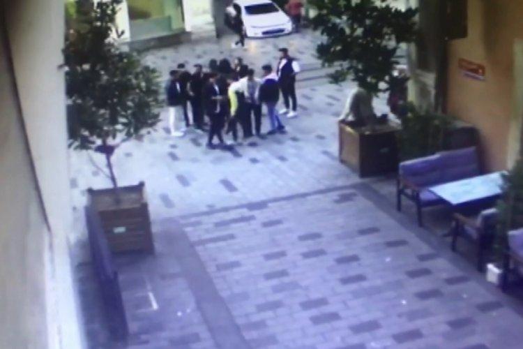 """İstanbul'da """"yolu açar mısınız?"""" diyen kişi kalçasından vuruldu"""