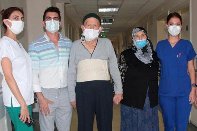 80 yaşında koronavirüsü ve kanseri yendi