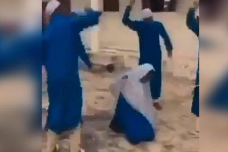 Nijerya'da ailesi istediği için genç kız kırbaçla cezalandırıldı