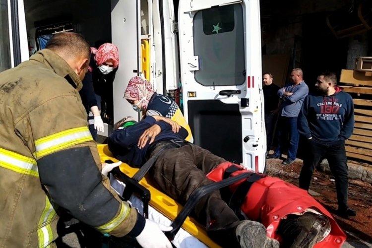 Bursa'da kamyonunun üzerindeki tomrukla birlikte kasadan düşüp yaralandı