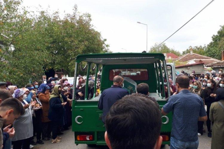 İzmir'de reddettiği kişi tarafından öldürülen kadın Sena Altan son yolculuğuna uğurlandı