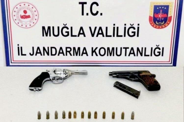 Muğla'da cinayetten aranan şahıs, silahlarla yakalandı