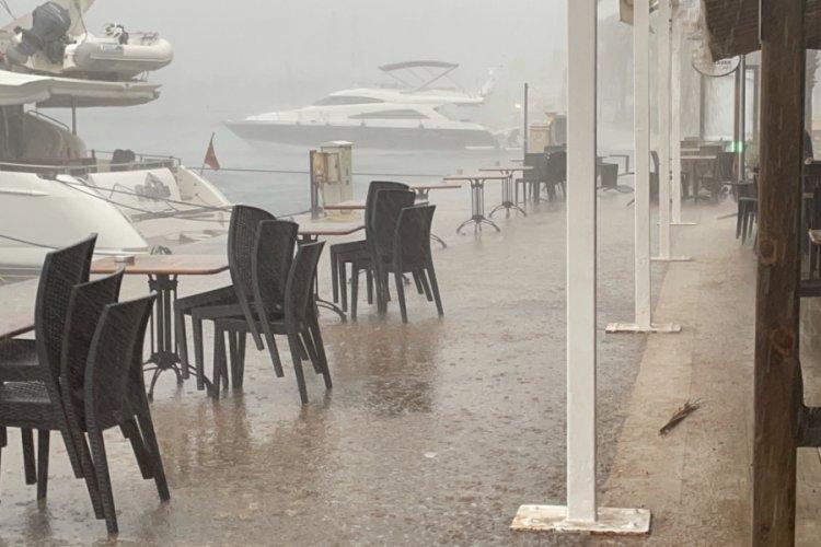 Muğla'da bastıran yağmur kazaları beraberinde getirdi