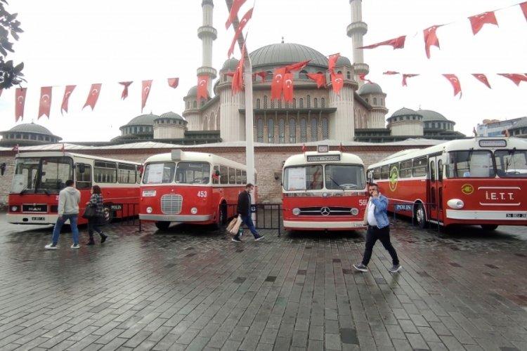 İstanbul Taksim Meydanı'nda nostaljik otobüs sergisi
