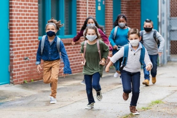 ABD'de çocukları virüse yakalanan aileler, maskeyi zorunlu tutmayan okulu dava etti