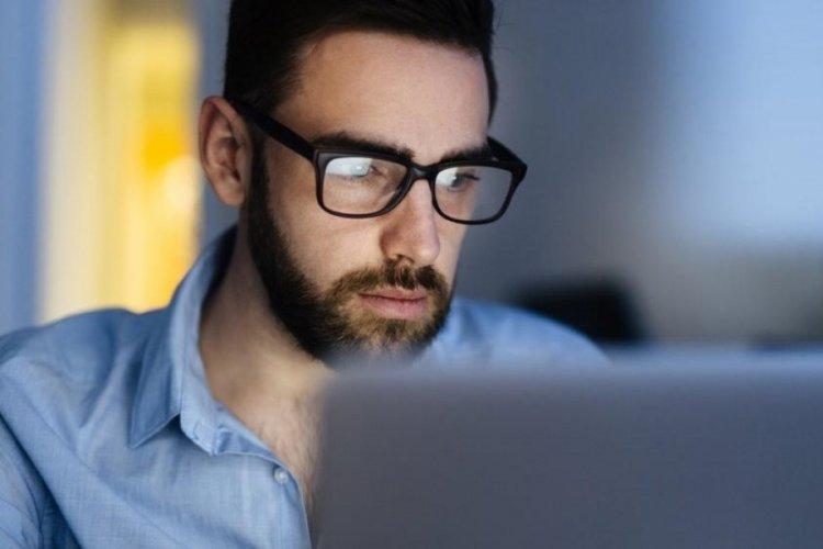 Araştırma: 30 yıla kadar dünyanın yarısı gözlük takmak zorunda kalacak