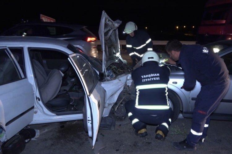 Trafikte korku dolu anlar: Araç üzerlerine uçtu: 3'ü ağır 4 yaralı