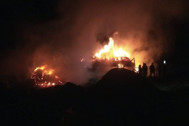 Erzurum Uzundere'de 2 ev, 5 ahır ve 1 kiler yandı