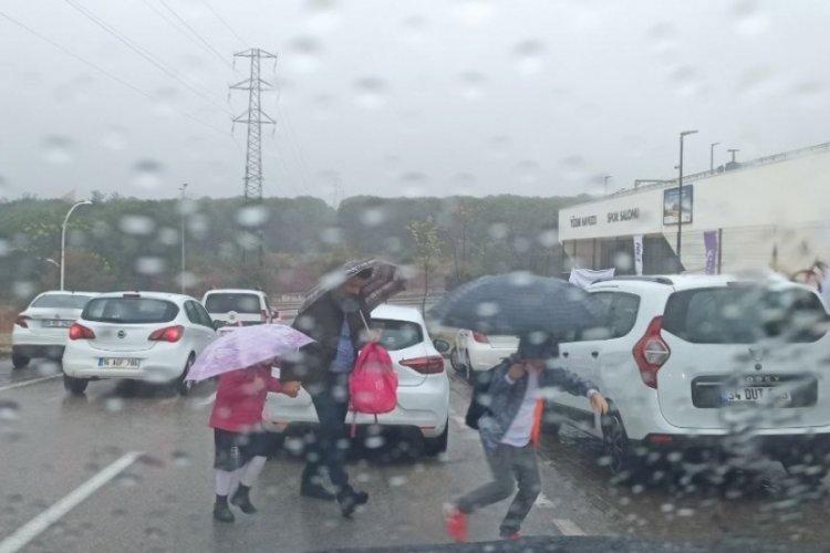 Bursa'da sağanak yağış  zor anlar yaşattı
