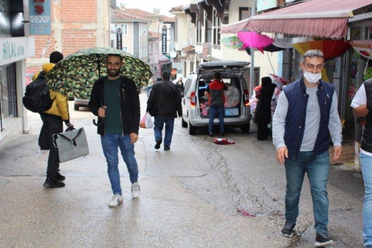 Bursa'da yağmur yağdı, şemsiye satışları arttı