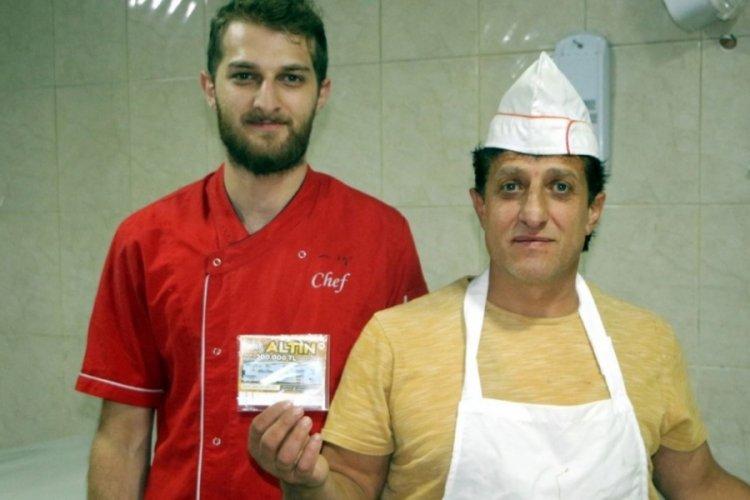 Tokat'ta pastane işletmecisi, çöpe attığı 200 bin TL'yi oğlunun dikkatiyle kurtardı