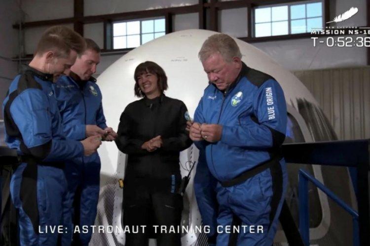 Star Trek'te Kaptanı William Shatner'ın gerçek uzay yolculuğu başlıyor