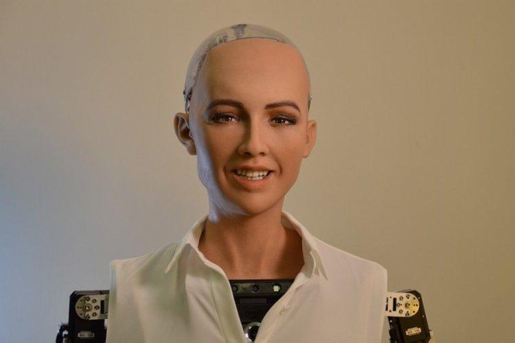 İnsansı robot Sophia, anne olmak istiyor!