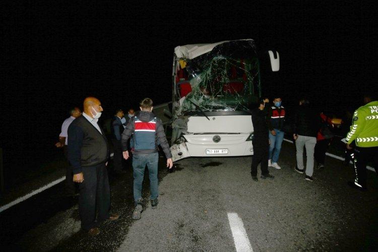 Öğrencileri taşıyan otobüs kaza yaptı: Çok sayıda kişi yaralandı