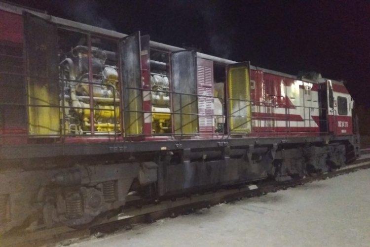 Yük treninin lokomotifinde yangın çıktı