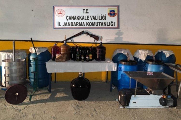 Çanakkale Gökçeada'da, bağ evinde 1355 litre sahte şarap ele geçirildi