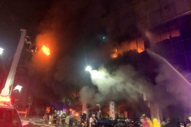Tayvan'da 13 katlı binada meydana gelen yangında 9 kişi öldü