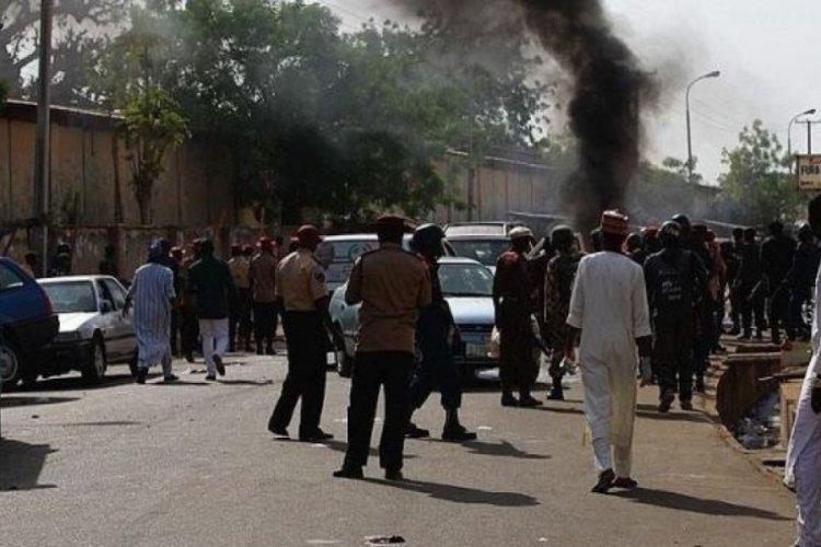 Nijer'de camiye düzenlenen saldırıda 10 kişi yaşamını yitirdi.