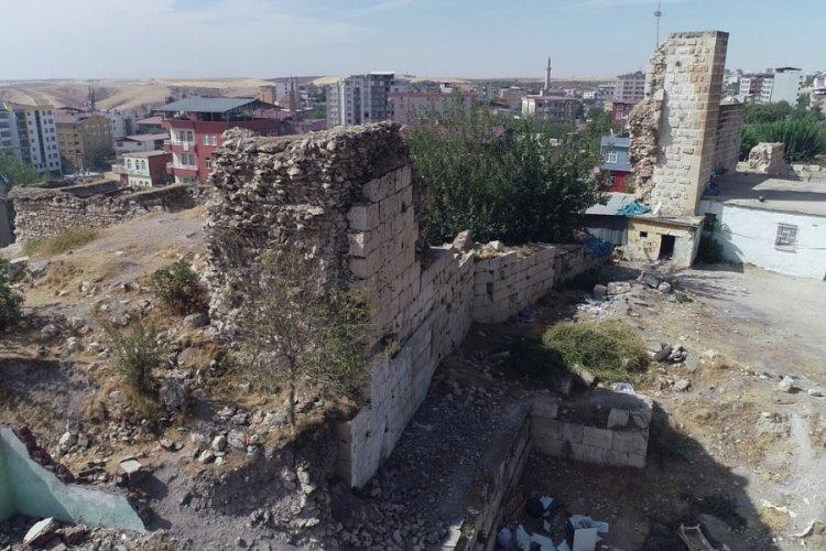 Doç. Dr. Oktay Bozan: Celaleddin Harzemşah'ın mezarının Silvan'da olduğunu tespit ettik