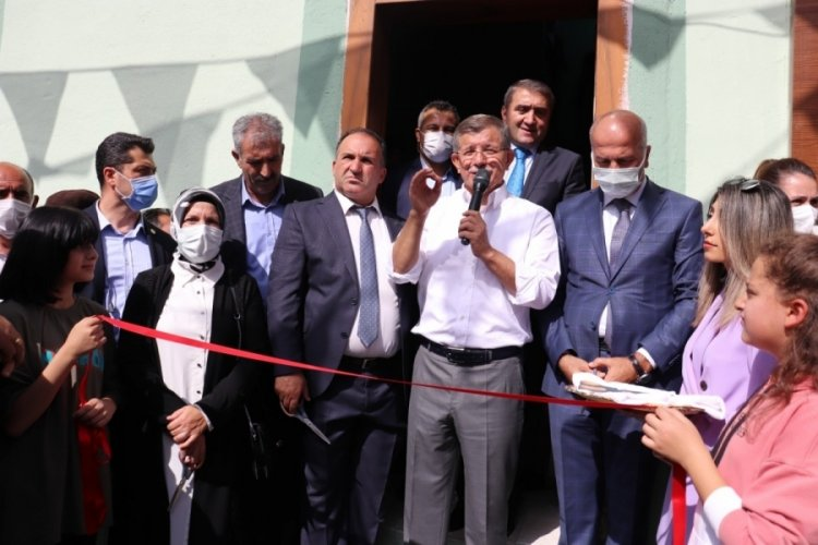 Gelecek Partisi Genel Başkanı Davutoğlu, partisinin il başkanlığını açtı