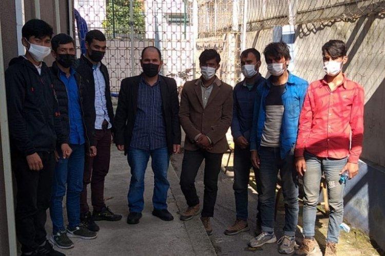 TEM Otoyolu'nda 2 otomobilde 8 düzensiz göçmen yakalandı