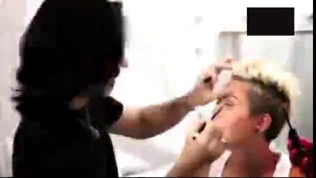 Miley Cyrus`tan göz kamaşyırıcı pozlar!
