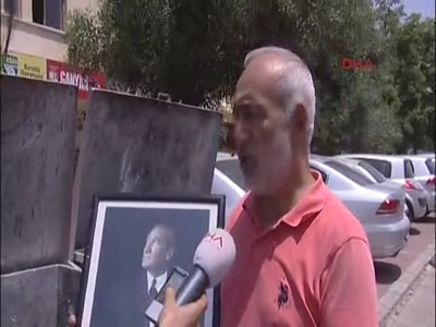 Atatürk posterlerini çöpe attılar