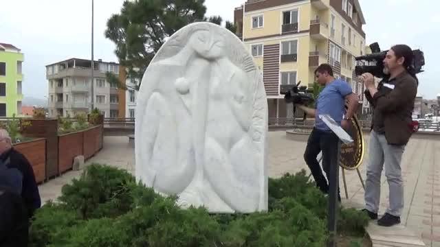 Bursa'da devlet sanatçısının heykelini seneler sonra müstehcen buldular!