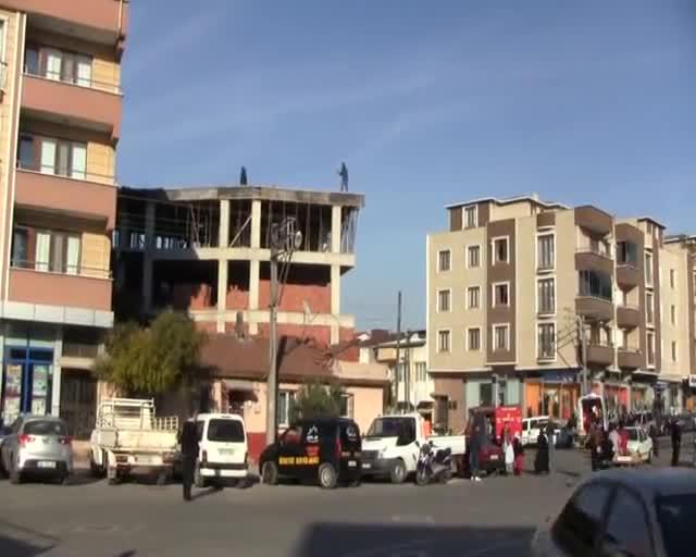 Bursa'da sevgilisi tarafından terk edilince çatıya çıktı