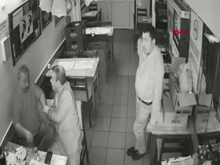 Bursa'da 1 kişinin öldüğü tabancaların kullanıldığı kavga kamerada
