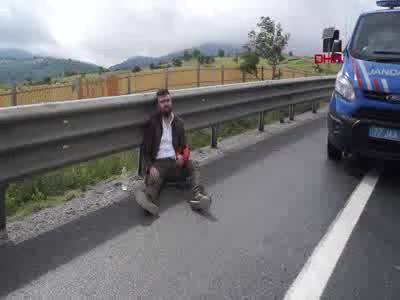 Bursa'da yola dökülen motorin kazaya sebebiyet verdi