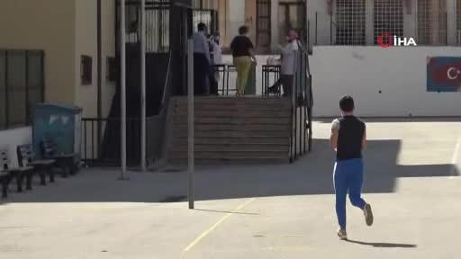 Bursa'da bazı öğrenciler sınava son dakika yetişti