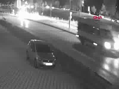 Bursa'da dövülüp araçtan atıldıktan sonra otomobilin çarptığı yaralı öldü! Kaza anı kamerada