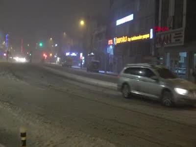 Bursa'da kar yağışı hayatı olumsuz etkiledi
