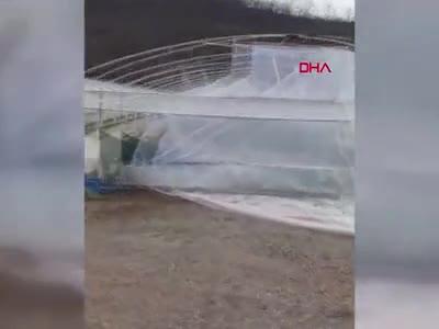 Bursa İnegöl'de fırtına seraları yıktı