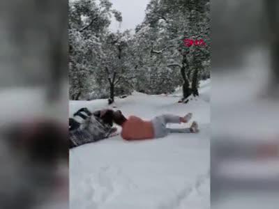 Bursa'da kar yağışının mutluluğunu böyle yaşadılar