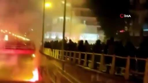 Atina'da sokaklar savaş alanına döndü